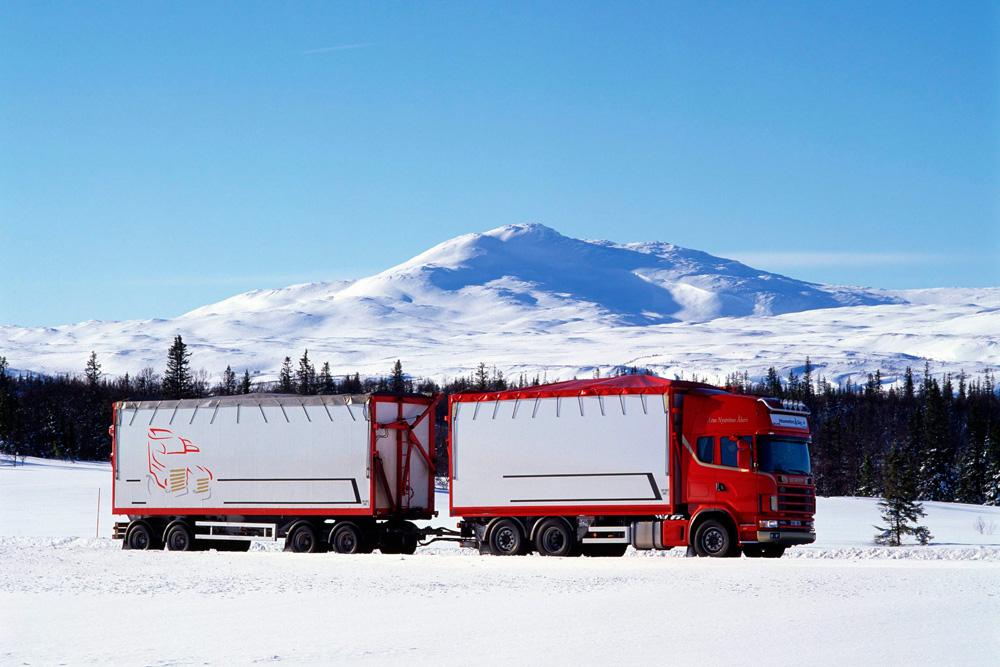 Грузовик для перевозки древесных опилок Scania R144 GB6x2 460, 2000