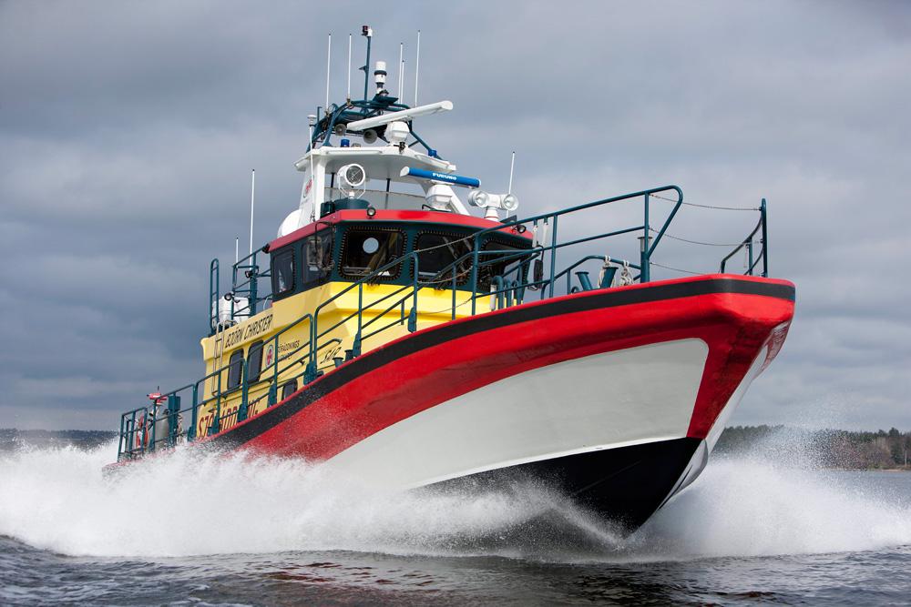 Морское спасательное судно, оборудованное двумя 16-литровыми двигателями Scania V8, 2012