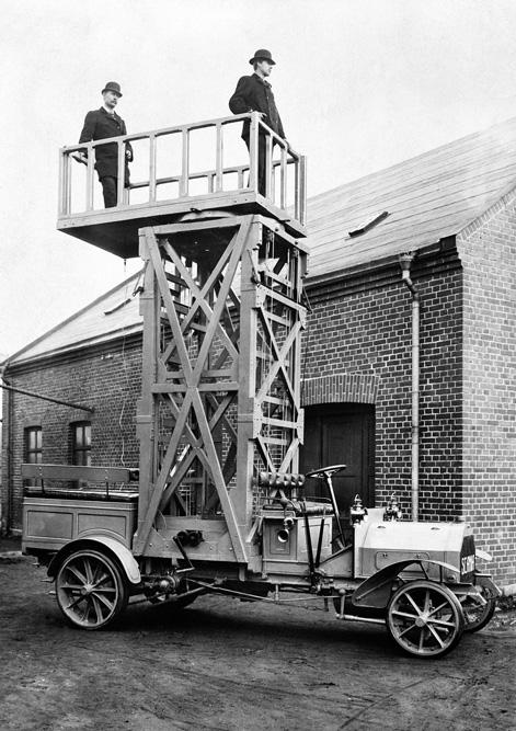 рузовик Scania с подъёмником для ремонта трамвайной электролинии, Санкт-Петербург 1910