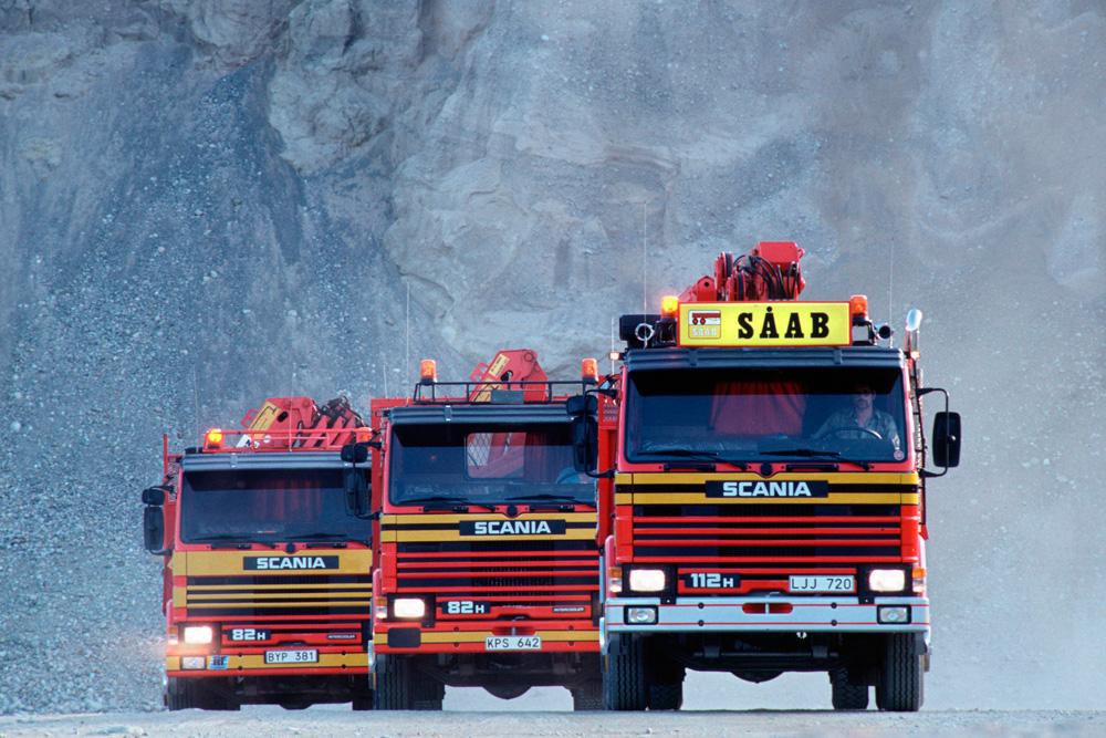 Самосвал Scania P112 H4x2 и два Scania P82 H4x2 с кранами, 1982