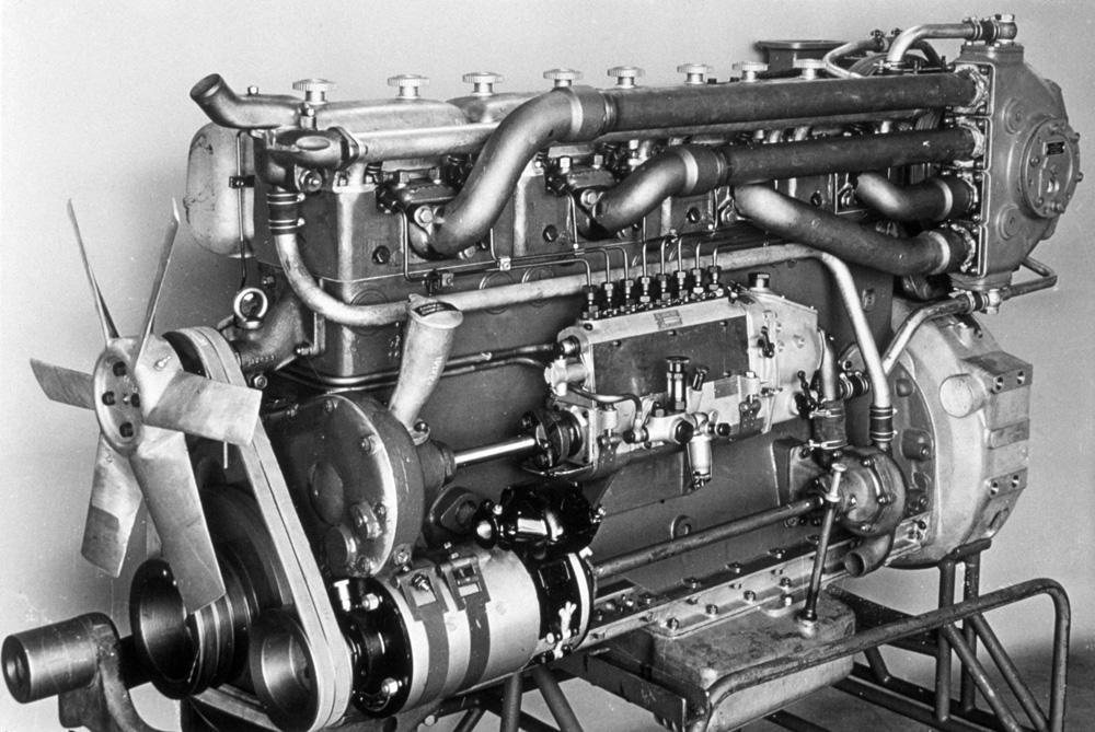 6-ти цилиндровый турбированный дизельный двигатель Scania-Vabis D815 (205 л.с., 11 литров), 1951-1959
