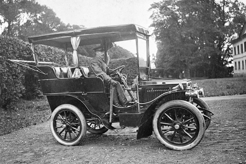Наследный шведский кронпринц Густав в Scania-Vabis Тyp С Tonneau, 1916