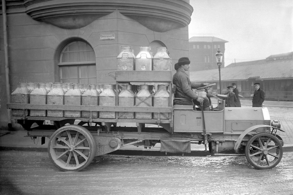 3-х тонный грузовик Scania-Vabis, 1913. Был оборудован самым мощным на тот период двигателем 24 л.с., цельными шинами и цепным приводом