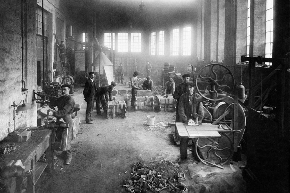 Кузница и пресс на первом заводе Vabis, Сёдертелье 1891